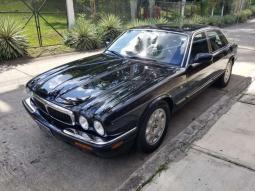 1998 Jaguar XJ8 en venta.